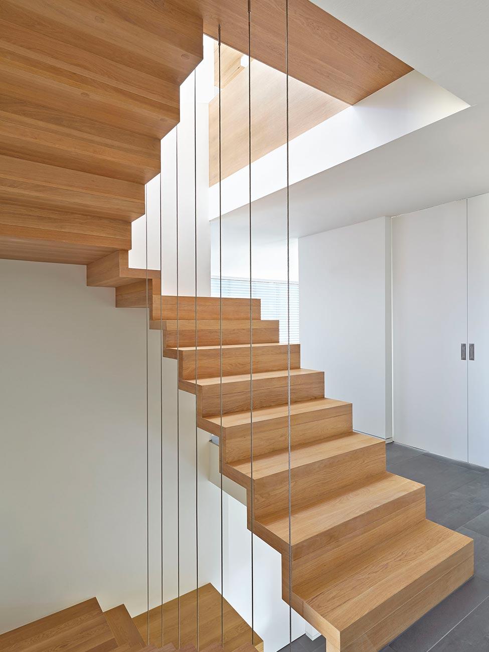 Diese Exklusive Faltwerktreppe Besticht Mit Einem Modernen, Reduzierten  Design Und Wurde Zur Treppe Des Jahres 2016 In Der Kategorie Geradlinigkeit  ...